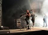 Stovky fanoušků si užily pořádnou porci skvělé muziky i ohňovou show (43)