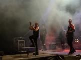 Stovky fanoušků si užily pořádnou porci skvělé muziky i ohňovou show (45)