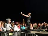 Stovky fanoušků si užily pořádnou porci skvělé muziky i ohňovou show (46)