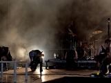 Stovky fanoušků si užily pořádnou porci skvělé muziky i ohňovou show (28)