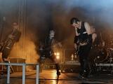 Stovky fanoušků si užily pořádnou porci skvělé muziky i ohňovou show (30)