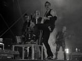 Stovky fanoušků si užily pořádnou porci skvělé muziky i ohňovou show (49)