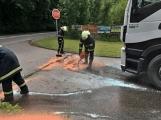Právě teď: Několik hasičských jednotek zasahuje při požáru nákladního vozidla u čerpací stanice (7)