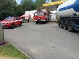 Právě teď: Několik hasičských jednotek zasahuje při požáru nákladního vozidla u čerpací stanice (4)