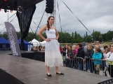 Co uchvátilo diváky více? Módní oblečení nebo sličné ženy? Podvečerní program Family Festu nabídl přehlídku krásy (18)