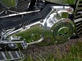 Za vůní benzínu, kůže, leskem chromu a duněním motoru se skrývá magická 90 (2)