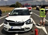 Hromadná kolize tří vozidel omezuje průjezd křižovatkou Lety (5)