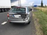 Hromadná kolize tří vozidel omezuje průjezd křižovatkou Lety (9)