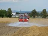 Současné sucho a polní práce přidělávají práci hasičům. Na Příbramsku během hodiny vyjeli dvakrát. (5)