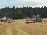 Současné sucho a polní práce přidělávají práci hasičům. Na Příbramsku během hodiny vyjeli dvakrát. (16)