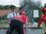Přijít fandit na hasičskou soutěž se opravdu vyplatí, důvod je prostý. Mezi hasiči se pohybuje i spousta vnadných hasiček (15)