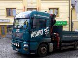 Nákladní vůz v Dlouhé naboural do zaparkovaného vozu, ulice je neprůjezdná (3)