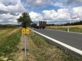 Ke střetu nákladního auta a dvou osobních došlo u obce Počaply (7)