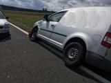 Ke střetu nákladního auta a dvou osobních došlo u obce Počaply (5)