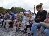 Pražskou ulicí rachotila kola povozů. Kejklíři i hudebníci potěšili přihlížející (11)