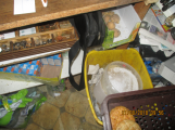 Nepořádek v okolí prodejního pultu (1)