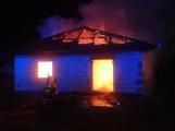 Aktuálně: Plameny zachvátily rodinný dům na Příbramsku (2)