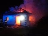 Aktuálně: Plameny zachvátily rodinný dům na Příbramsku (3)