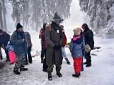 Zimní Brdy uvítaly účastníky pochodu pořádnou sněhovou nadílkou (30)
