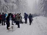 Zimní Brdy uvítaly účastníky pochodu pořádnou sněhovou nadílkou (33)