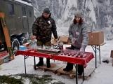 Zimní Brdy uvítaly účastníky pochodu pořádnou sněhovou nadílkou (37)