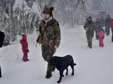 Zimní Brdy uvítaly účastníky pochodu pořádnou sněhovou nadílkou (47)