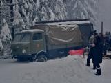 Zimní Brdy uvítaly účastníky pochodu pořádnou sněhovou nadílkou (48)