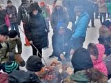 Zimní Brdy uvítaly účastníky pochodu pořádnou sněhovou nadílkou (54)