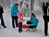 Zimní Brdy uvítaly účastníky pochodu pořádnou sněhovou nadílkou (57)