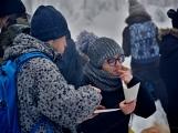 Zimní Brdy uvítaly účastníky pochodu pořádnou sněhovou nadílkou (62)