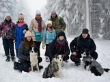 Zimní Brdy uvítaly účastníky pochodu pořádnou sněhovou nadílkou (74)