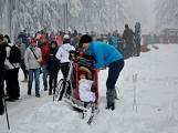 Zimní Brdy uvítaly účastníky pochodu pořádnou sněhovou nadílkou (76)