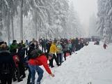 Zimní Brdy uvítaly účastníky pochodu pořádnou sněhovou nadílkou (79)