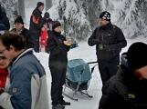 Zimní Brdy uvítaly účastníky pochodu pořádnou sněhovou nadílkou (89)
