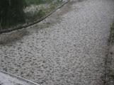 Foto dne: Přes Milín se přehnaly kroupy, zničily několik aut (8)