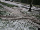 Foto dne: Přes Milín se přehnaly kroupy, zničily několik aut (5)