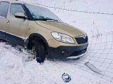 Řidičku zachránil před kotrmelcem plot (3)