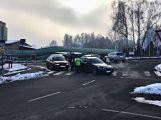 V Husově ulici se v nedělním ránu srazila dvě auta (1)