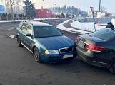 V Husově ulici se v nedělním ránu srazila dvě auta (4)