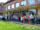 Hasiči ze Zalužan ráno evakuovali žáky ze školy v Chrašticích (16)