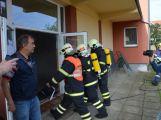 Hasiči ze Zalužan ráno evakuovali žáky ze školy v Chrašticích (17)