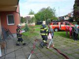 Hasiči ze Zalužan ráno evakuovali žáky ze školy v Chrašticích (18)