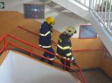 Hasiči ze Zalužan ráno evakuovali žáky ze školy v Chrašticích (19)