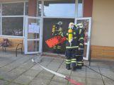 Hasiči ze Zalužan ráno evakuovali žáky ze školy v Chrašticích (22)