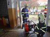 Hasiči ze Zalužan ráno evakuovali žáky ze školy v Chrašticích (11)