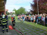 Hasiči ze Zalužan ráno evakuovali žáky ze školy v Chrašticích (1)