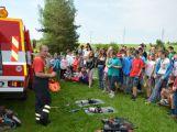Hasiči ze Zalužan ráno evakuovali žáky ze školy v Chrašticích (4)