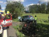 Osobní vůz skončil u Věšína ve škarpě, na místě zasahuje i záchranná služba (1)