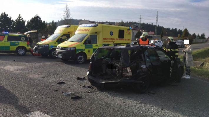 Dopravní nehoda tří osobních vozů aktuálně …