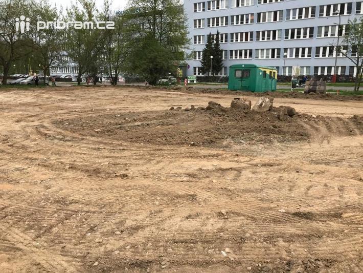 Nové parkoviště pro 67 osobních …